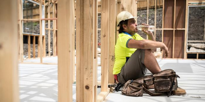 Best Hydration Drinks for Construction Workers
