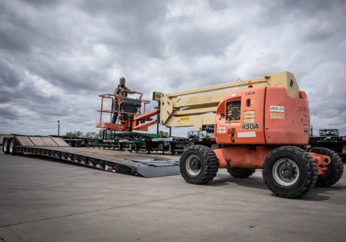 How to Pick the Right Trailer to Haul Your Heavy Equipment