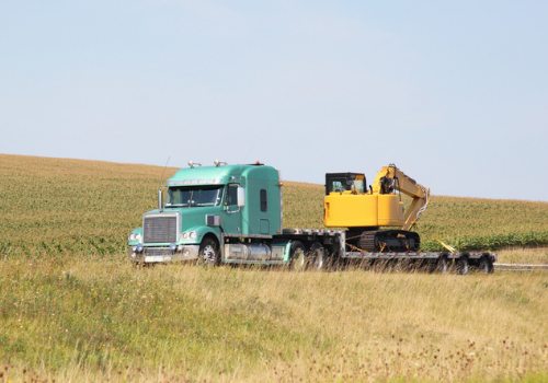 Heavy Hauling: What to Consider When Finding a Company to Transport Your Equipment